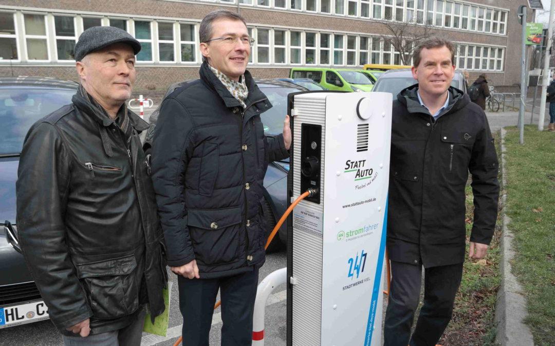 E-Ladesäulen von Stadtwerken Kiel übergeben